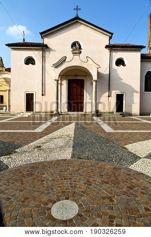 Church    The Mozzate  Old   Closed  Tower Sidewalk    Lombardy