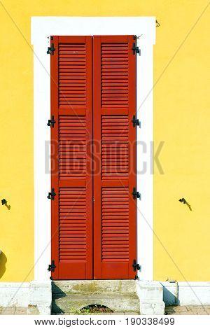 Red    Varano Borghi   Abstract  Sunny Wood Venetian