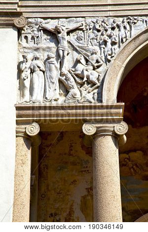 Wall Milan   Italy Old   Church Concrete Wall  Doric Jesus Statue Christ