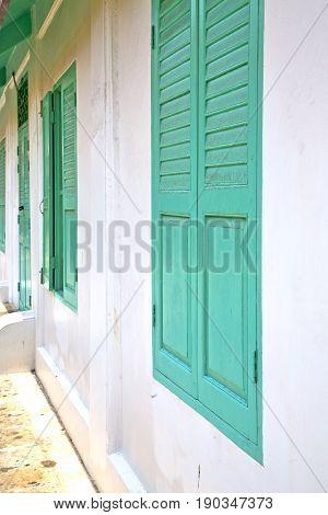 Window   In  Gold    Temple    Bangkok  Door
