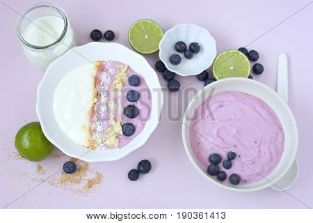 Yogurt with blueberries, almond and oat flakes and brown sugar.