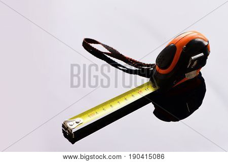 Device For Measuring In Orange, Yellow And Black Colors