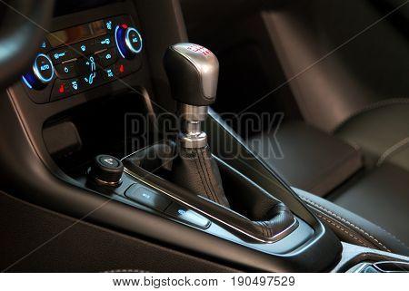 mauelnog shift lever in the passenger car