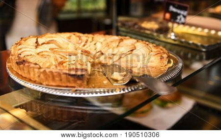 tasted apple pie in a famous bakery