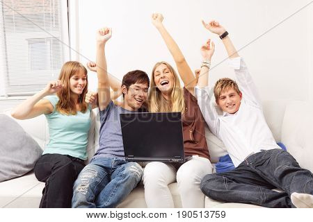 friends sitting on a couch, surfing the internet