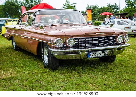 PAAREN IM GLIEN GERMANY - JUNE 03 2017: Full-size car Oldsmobile Dynamic 88 1960. Exhibition