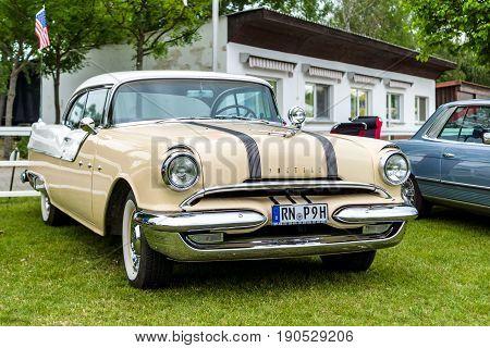 PAAREN IM GLIEN GERMANY - JUNE 03 2017: Full-size car Pontiac Chieftain 1956. Exhibition