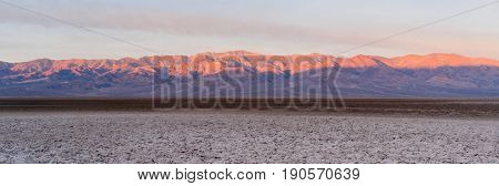 valley; dry; salt; desert; park; california; national; usa; geology; formation; rough; landscape; mountain; devil's; natural; america; erosion; environment; badlands; attraction; unusual; barren; basin; drought; forbidden; formations; view; devil's golf c