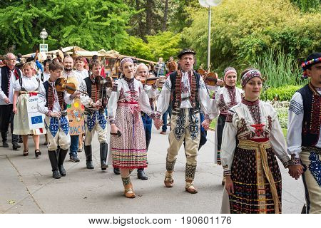 Piestany, Slovakia – May 20 2017: An Unidentified Couple, Dressed In Folk Costumes, Sings A Traditio
