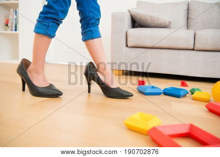 Little Kids Girl Silently Wear High Heel