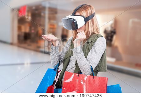 Modern Female Customer Experience Virtual Reality
