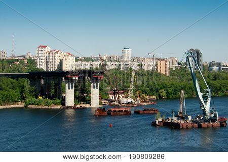 Building bridges across the Dnieper River in the city of Zaporozhye