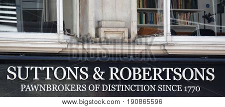 London Suttons & Robertsons Logo
