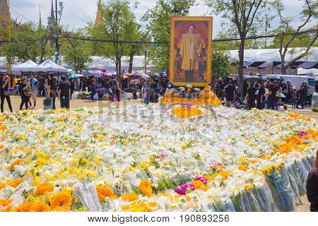 Bangkok,thailand-october 23,2016:thai People Sadly Place The Flower Floral Tribute To Respect Death