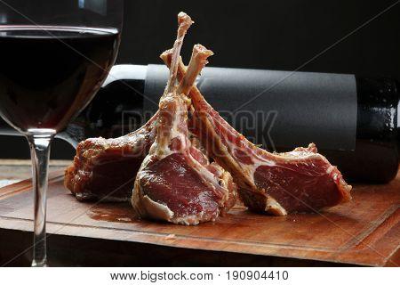 Raw lamb's rib and red wine