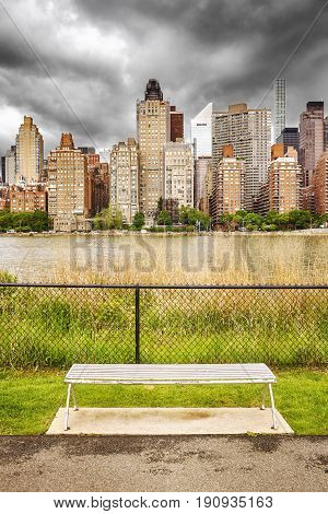 Bench Along Roosevelt Island Promenade With Manhattan View, Nyc.