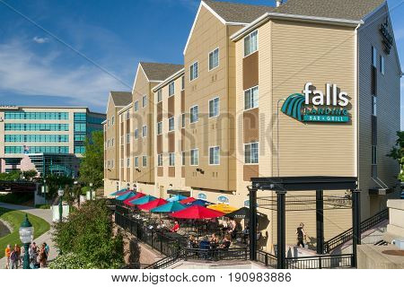 Falls Landing Bar And Grill At Country Inn And Suites