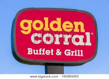 Golden Corral Buffet And Grill Exterior Sign And Logo