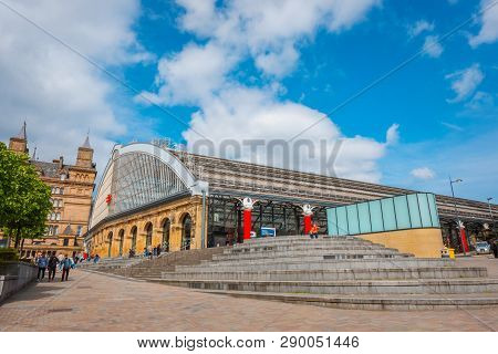 Liverpool, Uk - May 16 2018:liverpool Lime Street Is A Terminus Railway Station Serves The City Cent