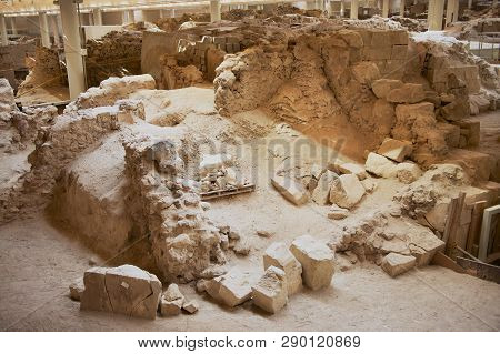 Akrotiri, Greece - August 01, 2012: Ruins Of The Ancient Buildings And Decorated Pottery From The Mi