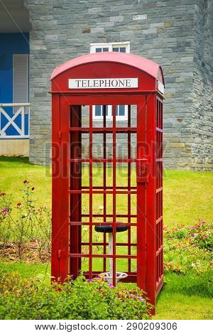 Old English Red Callbox Vintage Box Of Telephone Traditional In The Park Garden