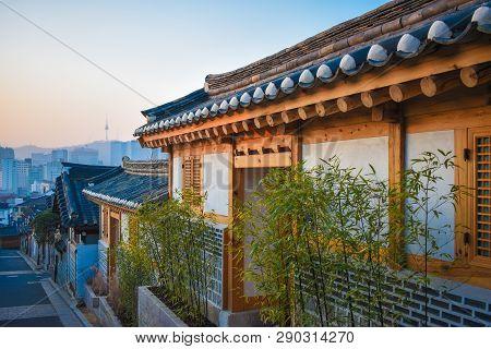 Ruelle Dans Un Village Traditionnel à Séoul En Corée Du Sud