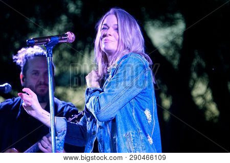 LOS ANGELES - NOV 5: LeAnn Rimes at the LeAnn Rimes concert at Galway Downs on November 5, 2017 in Temecula, California
