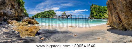 Big Panoramic of idyllic tropical beach with small island and perfect azure clean water - nobody / Indonesia, Bali, Nusa Penida