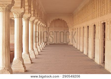 Agra, India - January 18, 2019: Architectural Details Of Colonnade Walkway In Red Fort, Agra. The Ag