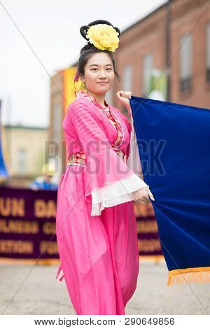 Holland, Michigan, Usa - May 12, 2018 Chinese Women Wearing Traditional Clothing Holding A Sign Prom