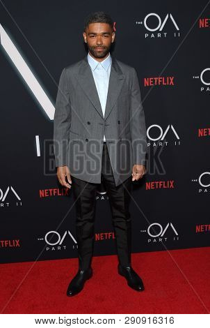 LOS ANGELES - MAR 19:  Kingsley Ben-Adir arrives for the Netflix