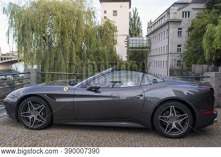 Praag, Sjechie - 27 July 2020 : The Ferrari California (type F149) Is A Grand Touring Sports Car Pro