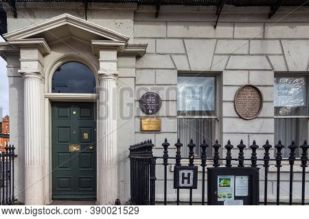 Dublin, Ireland - 10 November 2015: Oscar Wild House At Merrion Square, Irish American University.