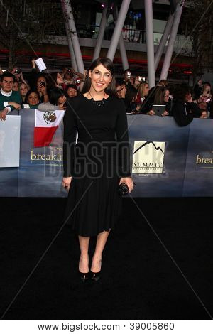"""LOS ANGELES - NOV 12:  Mayim Bialik arrive to the 'The Twilight Saga: Breaking Dawn - Part 2"""" Premiere at Nokia Theater on November 12, 2012 in Los Angeles, CA"""