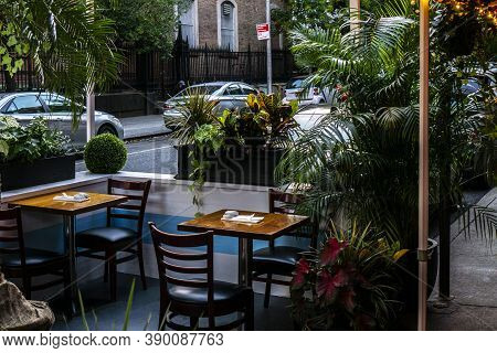 New York / Usa - October 15 2020: An Empty Outdoor Restaurant In Downtown Manhattan. Phase 4 Reopeni
