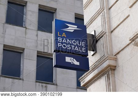Bordeaux , Aquitaine / France - 10 10 2020 : La Banque Postale Sign And Text Logo Front Of Building