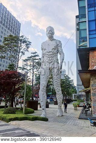 Seoul, South Korea - May 31, 2018: Pixel Man Sculpture On The Street Of Seoul. Contemporary Street A