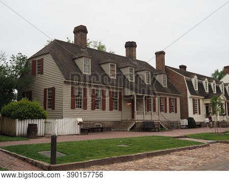 Williamsburg, Usa - June 8, 2019: Image Of The 18th Century Houses That Are Located In Williamsburg