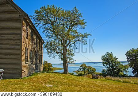 Ipswich, Usa - September 9, 2017: Old House On Choate Hog Island, The Largest Island In The Essex Ri