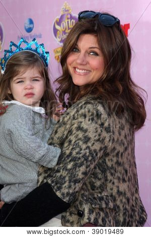 LOS ANGELES - NOV 10:  Tiffani Thiessen, Harper Renn Smith arrive at the