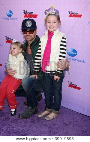 LOS ANGELES - NOV 10:  Joey Lawrence arrives at the