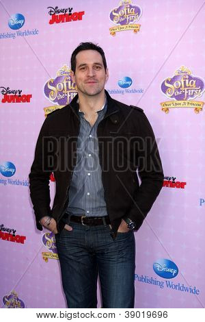 LOS ANGELES - NOV 10:  Travis Willingham arrives at the