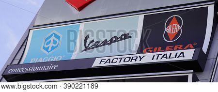 Bordeaux , Aquitaine / France - 10 10 2020 : Piaggio Vespa And Gilera Dealership Sign Text Of Italia