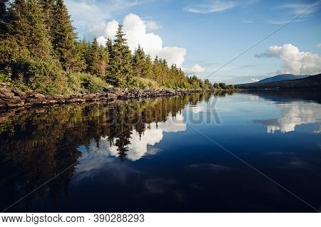 Reflection Of Trees In Water, Mountain Lake With Reflection, Mirror Landscape In Reflection, Reservo
