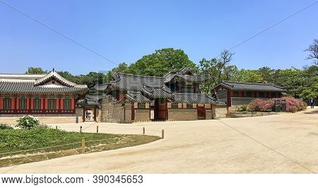Seoul, South Korea - May 1, 2017: Changdeokgung Palace (prospering Virtue Palace) One Of The Five Gr