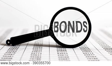 Magnifier With Text Bonds On Chart Background