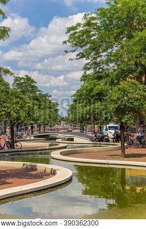 Hoogeveen, Netherlands - June 17, 2019: Bridge Over The Canal In The Shopping Center Of Hoogeveen, N