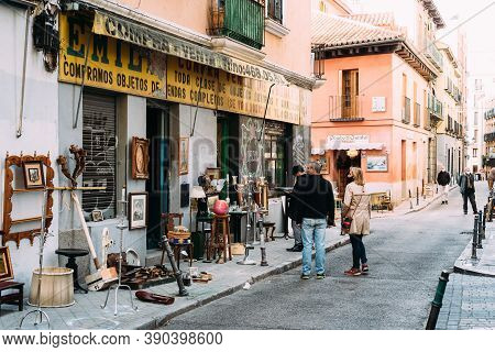 Madrid, Spain - October 20, 2020: People At The Famous El Rastro Market In The La Latina In Central
