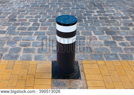 Automatic Bollard. Retractable Electric Bollard Metallic, And Hydraulic For The Control Of Road Traf