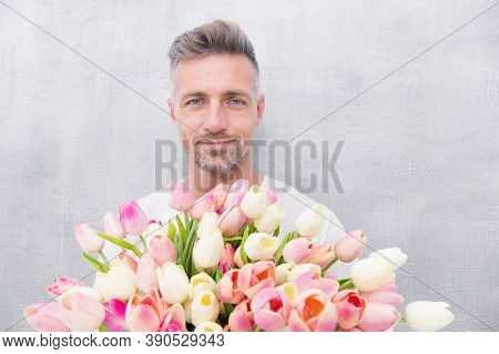 Fresh Tulips. Giving Her All Best. Valentines Day And Anniversary. How To Be Romantic. Romantic Gent
